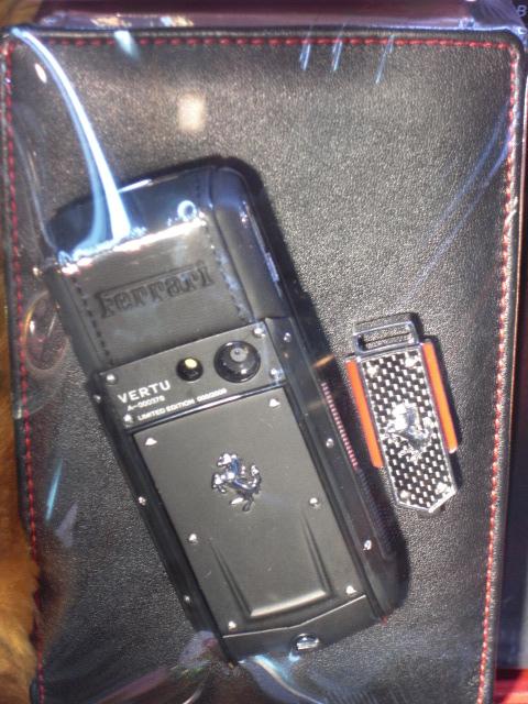 フェラーリ携帯.JPG